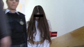 9. ledna 2020 přivedla ostraha Juditu k soudu, aby podala výpověď.