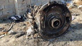 Trosky ukrajinského letadla, kam dorazili vyšetřovatelé nehody (11. 1. 2020)