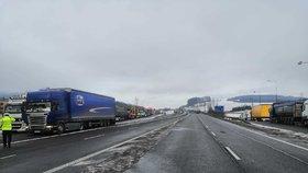Slovenští dopravci uvolnili blokované přechody a silnice.