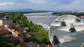 Maďarskou hranici střeží před migranty vojenská loď. Doplout může až na Slovensko.