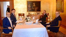 Prezident Miloš Zeman spolu s kancléřem Vratislavem Mynářem na Pražském hradě přijali šéfa Senátu Jaroslava Kuberu (ODS) a předsedu Sněmovny Radka Vondráčka. (ANO; 14. 1. 2020)