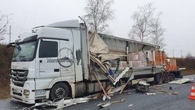 Vážná bouračka zablokovala v sobotu 18. ledna 2020 dálnici D8 na Mělnicku.