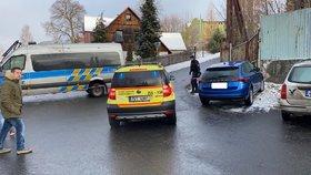 Příčinou nedělního tragického požáru veVejprtechna Chomutovsku, při kterém zemřelo osm lidí, byla manipulace s ohněm.