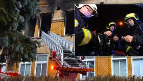 Jak postupovat, když hoří zdravotnické zařízení. Tohle všechno hasičům ve Vejprtech komplikovalo život