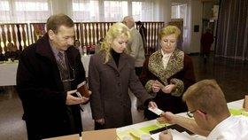 Jaroslav Kubera u senátních voleb 2000: S dcerou Vendulou a manželkou Věrou