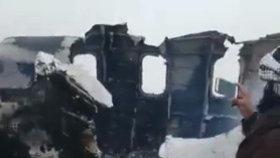 Pád letadla s 80 lidmi v Afghánistánu: Naše není, uvedla firma. Bylo americké?