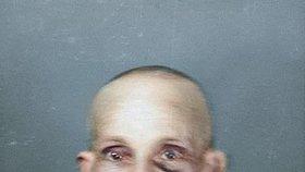 Pohublý hladověním, s oholenou hlavou a stopami brutálního mlácení ve tváři. Tak vypadá Aron Lowi (†62) na poslední fotografii před smrtí.