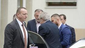 Prezident Miloš Zeman dorazil do nemocnice na vyšetření sluchu (6. 2. 2020)