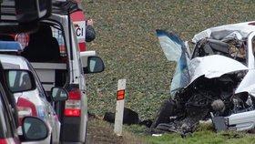 Smrtelná nehoda na Mladoboleslavsku: Po srážce s náklaďákem zemřel spolujezdec osobního auta!