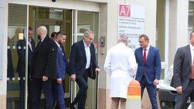 Prezident Miloš Zeman při odjezdu z Ústřední vojenské nemocnice (6. 2. 2020)