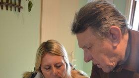 Jaroslav Bláha ukázal zastupitelce Lucii Jíchové fotky dokumentující problémy, které má s Dagmar Harigelovou už léta