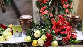 Pohřeb obětí požáru v domově pro osoby se zdravotním postižením ve Vejprtech
