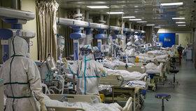 Doktoři v nemocnici v čínském velkoměstě Wu-chan, ohnisku koronavirové nákazy