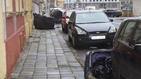 Nad Českem se prohnal orkán Sabine. Hasiči po celý den likvidovali následky: popadané stromy, zničené vedení, popadané sloupy, zničená auta, vytopené sklepy a ulítlé střechy