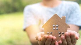 Pořídit si vlastní bydlení je v Česku stále těžší