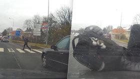 Řidič v České Lípě srazil chodce na přechodu.