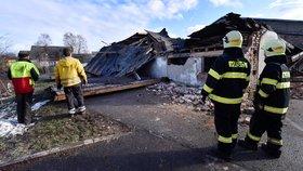 Úklid následků díla zkázy v Rohozné na Jihlavsku, škody tu napáchal orkán Sabine. (11. 2. 2020)