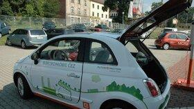 Využívání elektromobilů sílí. Loni Češi odebrali nejvíce elektřiny pro svá auta.