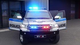 Policie si převzala nová obrněná vozidla.