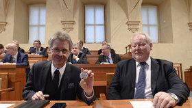 Nový předseda Senátu Miloš Vystrčil (ODS) (vlevo) (19. 2. 2020)