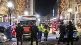 Ve městě Hanau u Frankfurtu nad Mohanem při střelbě zemřelo nejméně 9 lidí (20. 2. 2020)