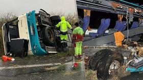 Šokující zjištění o nehodě autobusu, při níž zemřelo 12 lidí: Příčinou tragické nehody nebyla rychlost náklaďáku a přetížení?!
