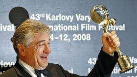 Ve filmu Kdo s koho si zahrál i Robert De Niro, který v roce 2008 zavítal i na MFF Karlovy Vary