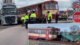 Na Nymbursku se střetl vlak s náklaďákem. Zranilo se pět lidí, z toho tři děti.