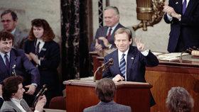 21. února 1990 vystoupil Václav Havel, pár týdnů poté, co byl zvolen československým prezidentem, v americkém Kongresu.
