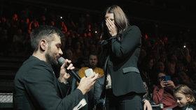 Marek Ztracený se na svém koncertě zasnoubil.