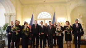 Prezident Miloš Zeman pozval na zámek v Lánech ke slavnostnímu obědu vládu Andreje Babiše. Kvůli zatýkání na ministerstvu práce a sociálních věcí chyběla Jana Maláčová (ČSSD)