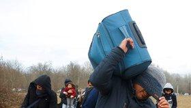 Stovky syrských uprchlíků vyrazily do Evropy. Turecko jim bránit nebude