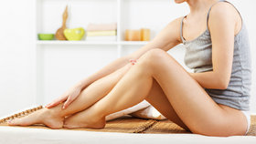 Trápí vás oteklé nohy? Příčinou může být žilní onemocnění