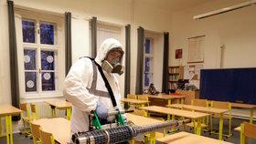 Dezinfekce v pražské škole kvůli koronaviru (10.3.2020)