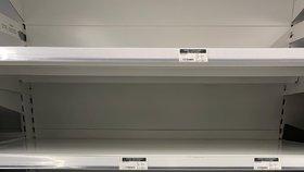 Vykoupené obchody v Británii během paniky kvůli koronaviru