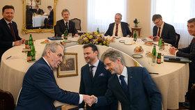 Na Pražském hradě se sešli nejvyšší ústavní činitelé. Dorazil předseda Senátu Miloš Vystrčil, ale i předseda Sněmovny Radek Vondráček (11.3.2020)