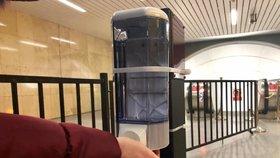 DPP umístí do vestibulů stanic metra 120 dávkovačů s dezinfekcí.