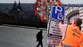 V Česku je zakázaný volný pohyb osob, vláda zrušila modré zóny.