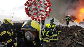 Pražští hasiči čelí kvůli koronaviru asi největší krizi za dobu své existence.
