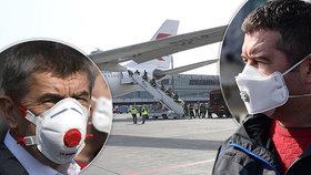 Do Prahy dorazilo letadlo s 1,1 miliony respirátorů z Čína. Na vše dohlíželi premiér Andrej Babiš (ANO) a ministr vnitra Jan Hamáček (ČSSD) (20.3.2020)