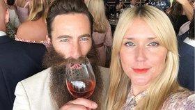 Svatba snů Emmy a Scotta se 140 hosty se zvrtla v korona-děs. 37 hostů je nakažených koronavirem.