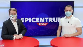 Prezident Svazu obchodu a cestovního ruchu ČR Tomáš Prouza byl hostem pořadu Epicentrum dne 24. 3. 2020. Vpravo moderátor Bohuslav Štěpánek.