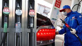 Benzín i nafta v Česku zlevňují. (26. 3. 2020)