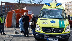 Část oddělení novoměstské nemocnice v karanténě! Zdravotní sestra se nakazila koronavirem (Ilustrační foto)