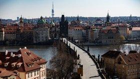 Pražané respektují nařízení vlády a zůstávají doma. Praha je tak i díky chybějícím turistům liduprázdná.