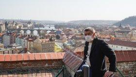 Premiér Andrej Babiš (ANO) si vyrazil s kolegy na jarní procházku