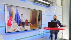 Premiér Andrej Babiš (ANO) na dálku živě hostem pořadu Epicentrum 2.4.2020. Vpravo moderátor Jakub Veinlich.