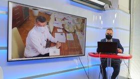 Premiér Andrej Babiš (ANO) na dálku živě hostem pořadu Epicentrum 2. 4. 2020. Vpravo moderátor Jakub Veinlich.