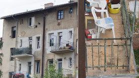 Mladík měl tátu shodit po hádce z balkónu ve třetím patře.