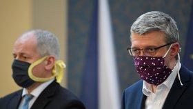 Ministr průmyslu a obchodu a dopravy Karel Havlíček (za ANO) hovoří 9. dubna 2020 v Praze na tiskové konferenci po jednání vlády